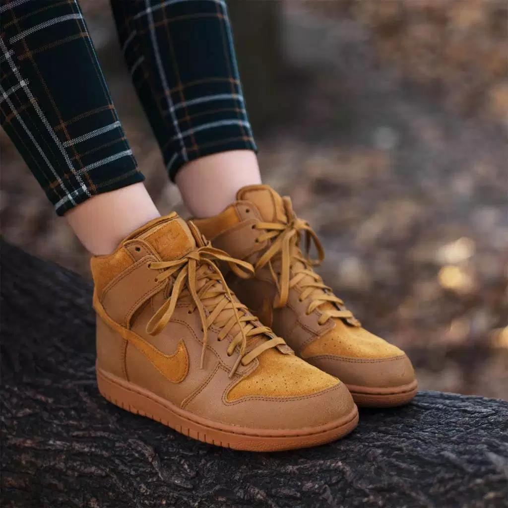 Jugar con sin embargo tetraedro  Con qué ponerse zapatillas Nike altas para mujer? Mira las combinaciones  más populares | Blog zapatos.es
