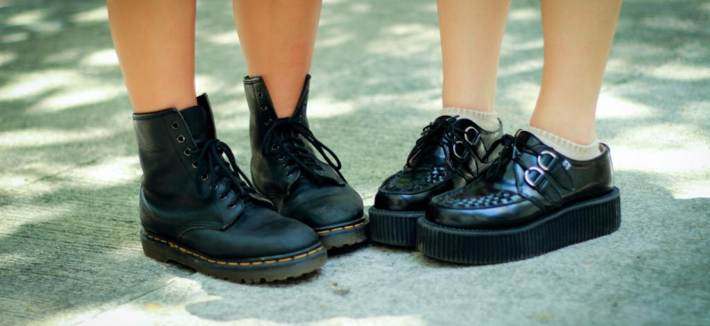 zapatos negros de mujer con suela gruesa