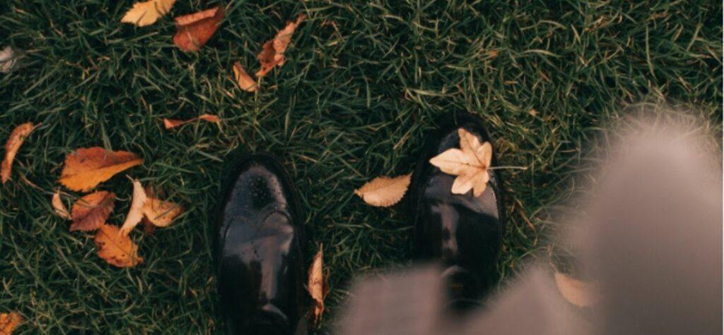 zapatos negros de otoño